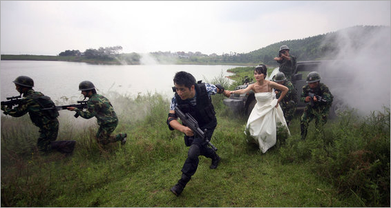 Couple get military wedding portraits in Nanjing